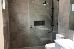 Frameless walk in screens with black fittings3