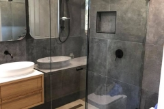 Huge frameless Showerscreen